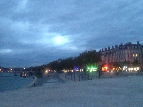 C'est la fêtes du lumière ce soir a Lyon du 6/12 au 9/12  voilà