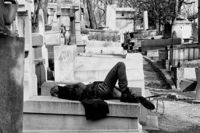 Etranger toi qui vient sur ma tombe…