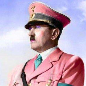 Histoire Révélation d'un complot destiné à provoquer une transformation sexuelle d'Hitler