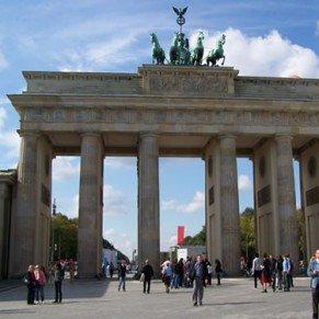 Berlin La Porte de Brandebourg interdite à une manifestation gay anti-pape
