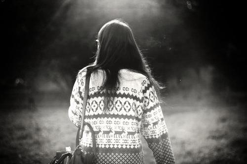 « Il y en a qui ont le coeur si large qu'on y rentre sans frapper. Il y en a qui ont le coeur si frêle qu'on le brise d'un doigt.  » [ Jacques Brel. ]
