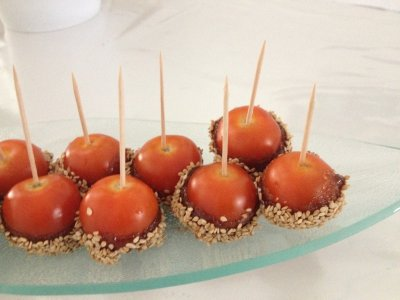 Sucettes de tomates au caramel & sésame