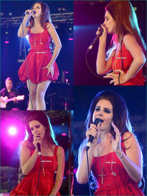 """Lana était au """"BBC Radio 1 Hackney Weekend"""" à Londres le 24 Juin! Comment la trouvez-vous ?!"""
