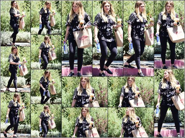 . ♦ Hilary faisant du shopping dans les rues de Studio CIty le 10/06/18-------♣  Apparence / Candids / Photoshoot / Autres. .
