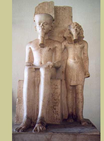 le pharaon Horemheb et à sa gauche Toutankhamon