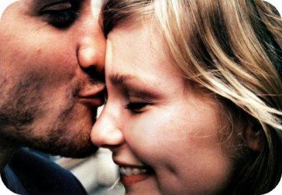 La gravitation ne peut quand même pas être tenue simple responsable du fait que les gens tombent amoureux.