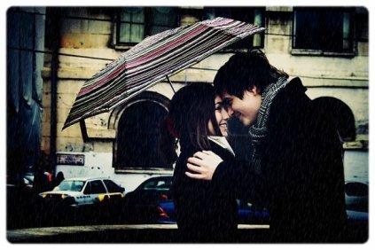 """"""" Sois heureux si quelqu'un te manque. Car même si c'est douloureux, cela voudra dire que tu as eu la chance de connaître une personne assez exceptionnelle pour te manquer autant. """""""