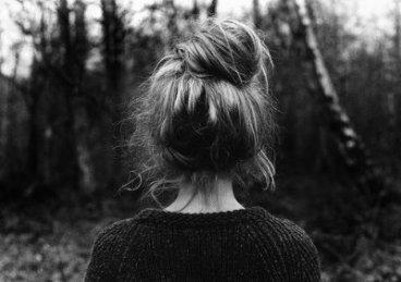 A quoi sert la vie si on ne peut plus voir celui qu'on aime ? À quoi bon avoir des mains si on ne peut plus caresser, si on ne peut plus le serrer dans ses bras ? Si son parfum n'est plus dans l'air, à quoi bon même respirer ?