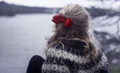 Parfois  la vie peut devenir ta pire ennemie. Elle te met des bâtons dans les roues, te plante des couteaux dans le dos, fait des gens que tu aimes par-dessus tout des personnes en qui tu ne pourras plus jamais avoir confiance. Elle peut te briser en mille morceaux, te décevoir, te donner envie de crever même. Mais il faut lui montrer que malgré tout ça tu ne baisseras pas les bras. Que tu ne perdras  jamais espoir.