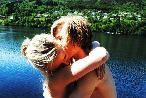 J'ai juste besoin de croire que c'est possible que  deux personnes puissent être heureuses ensemble, pour toujours.
