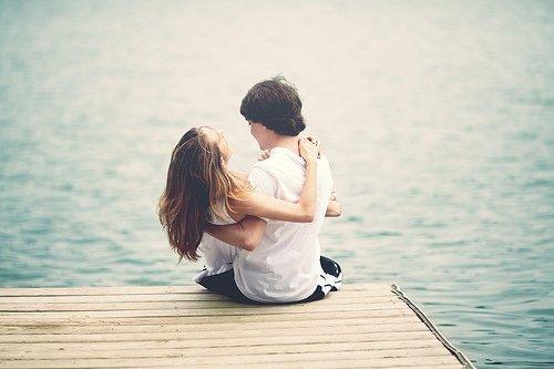 Tout nous échappe sans cesse, même les êtres qu'on aime. Mais reste la certitude que certains moments ont été ce qu'on appelle le bonheur.