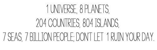 Au fond j'crois que la Terre est ronde pour une seule bonne raison, après avoir fait le tour du monde, tout c'qu'on veut c'est être à la maison.
