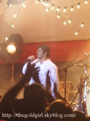"""Patrick Fiori au moment où il chante """" Si on chantait plus fort """""""