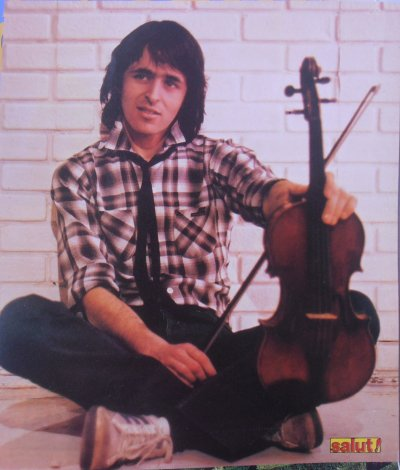 ♥ Goldman et son violon  :)  Photo d'un magazine Salut! ♥