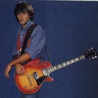 Petites photos des pages 9 et 12: JJ et sa guitare