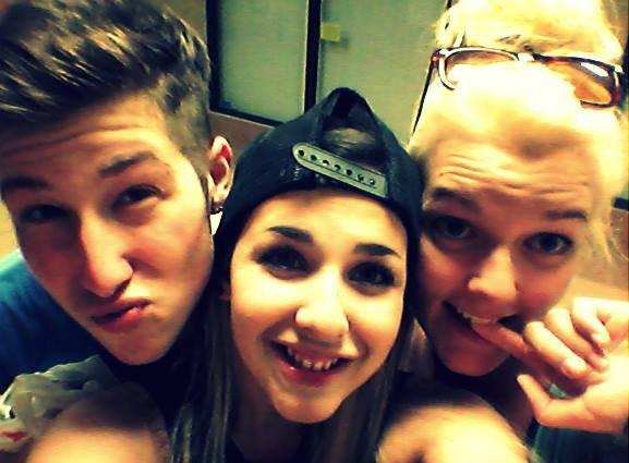 3 friends, 1 love (NENON, pas 2 girls one cup lala D:)