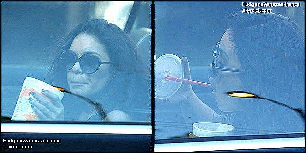 .                                                                                                                                                                             31/08/10 -  Vanessa est allée faire quelques courses dans un supermarché de Los Angeles, puis elle a été vu  sirotant un milkshake dans sa voiture décapotable.                                                                                                                                  .