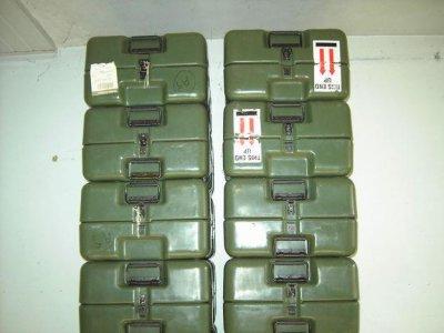 petits containers, valises militaires. pour déco ou transport de matériel fragile, collection militaria.