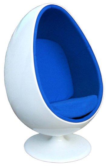"100 % design le ""egg chair""."
