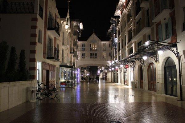 Une rue dans le centre d' Arcachon