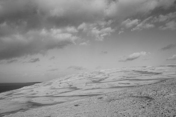 Les nuages et la Dune méritent un Noir et Blanc