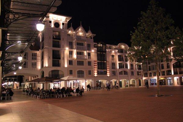 Place des Marquises, Arcachon