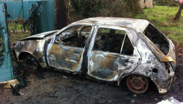 Lapanouse. Deux voitures brûlées