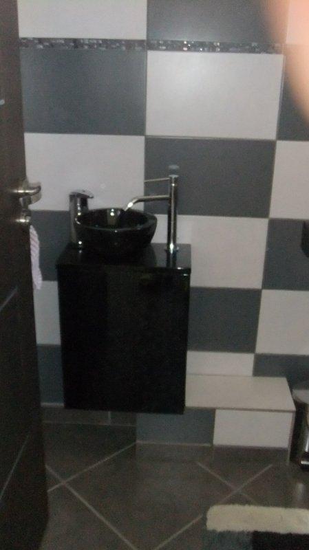 les toilettes en bas....