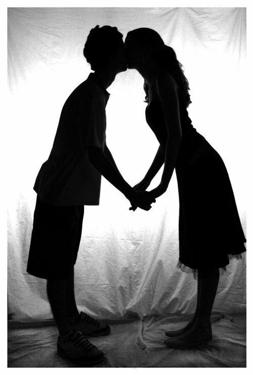 Seul la distance d'un baiser sépare l'amour de l'amitié ♥