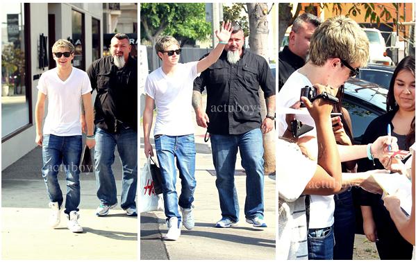 Niall fait du shopping ;) !