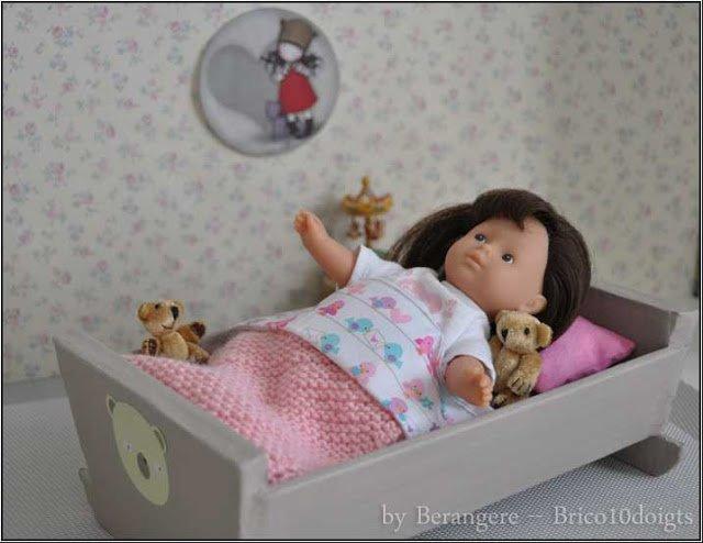 Un petit lit de poupée