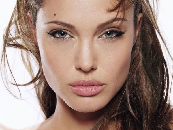 « Angelina Jolie... » ♥
