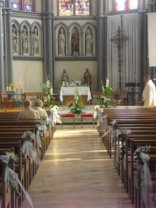 Mariage 10 d coration d 39 glise a la fleur qui parle for Decoration eglise