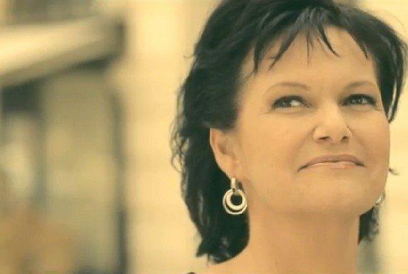 # La chanteuse belge Maurane, icône de la chanson francophone des années 1980 et 1990, est décédée lundi à l'âge de 57 ans.