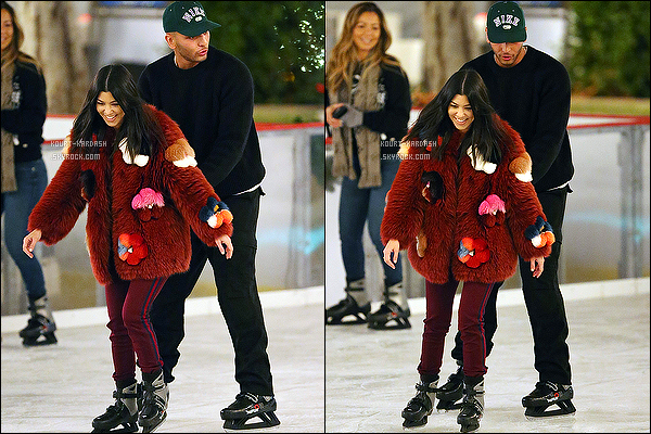 - 23/12/17 - Kourtney K. et son chéri Younes ont été vu à la patinoire complice à Thousand Oaks. Top ? -