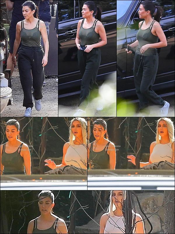 - 01/02/18 - Kourtney a été vu en compagnie de sa petite soeur Kim Kardashian à Malibu, à Los Angeles. -