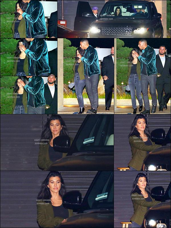 - 05/02/18 - Younes et sa chérie, ont été photographier à la sortie du restaurant «NOBU Malibu», à LA. -