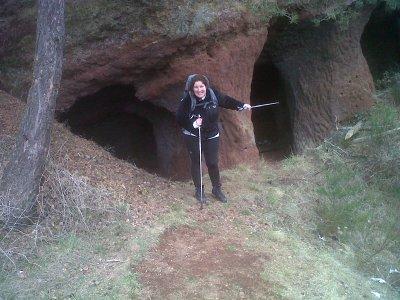 Cathy en mode femme des cavernes!