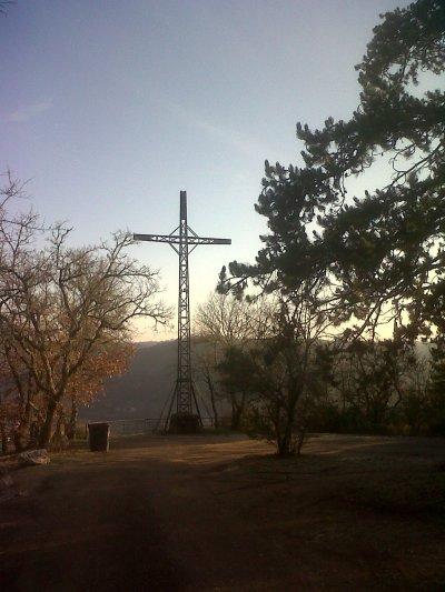 La croix de Magne qui domine Cahors