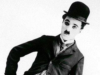 « Le bonheur parfait est quelque chose de très proche de la tristesse.  »- Charlie Chaplin