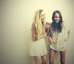 Une meilleure amie, c'est une soeur que dieu à oublier de nous donner.