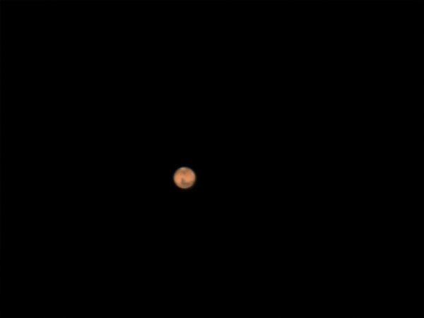 Et voilà Mars!! on peut voir la calotte polaire et la zone noiratre est Syrtis Major