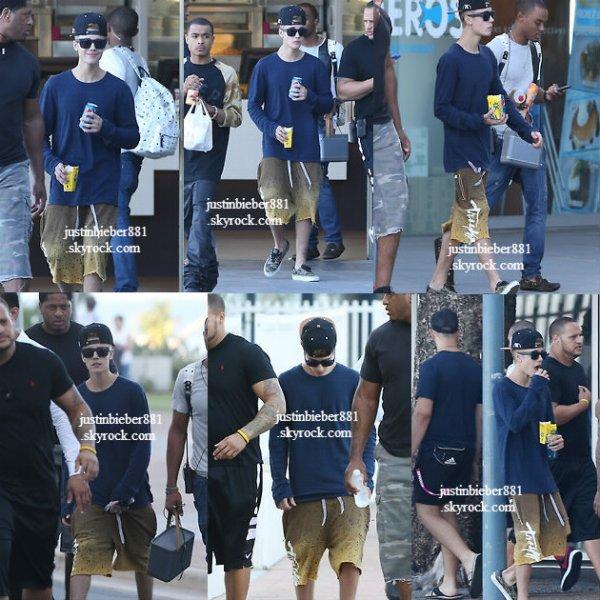 le 25 novembre 2013 - Justin a été aperçu à Gold Coast en Austalie