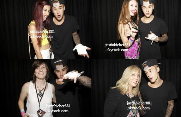 le 8 decembre 2013 - justin avec des fan à son hôtel à Perth, Australie