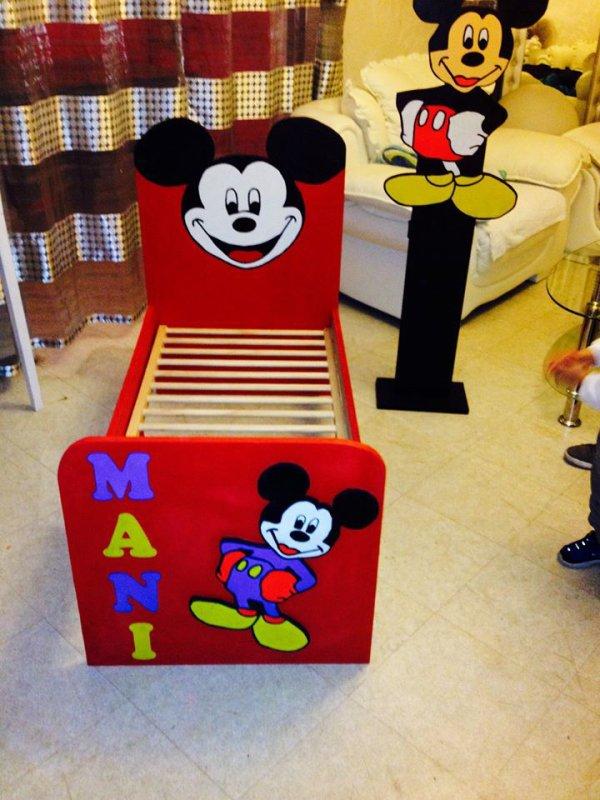 lit mickey pour bébé et lampe mickey