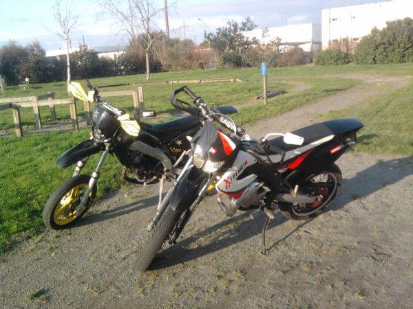 Ma moto et celle de mon meilleur amis :)