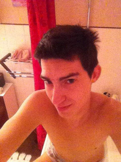 Moi dans la salle de bain en tite tenu ^^