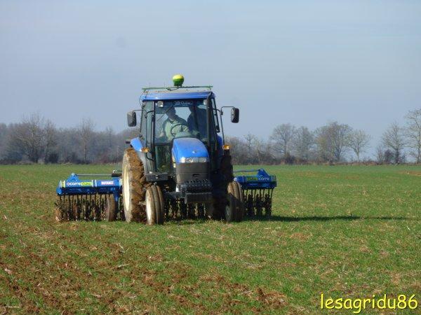 binage des blé avec un new holland