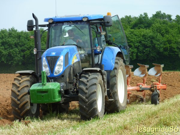 labours avec un new holland