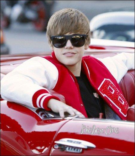 Samedi 11 Septembre ... Justin chante pour American Cancer Society  qui a pour but de faire fêté aussi longtemps que possible, leurs anniversaire aux malades atteints du cancer. Cette année, plus de 11 millions de survivants du cancer fêteront un autre anniversaire . Justin chante à cette occasion « Happy birthday« la vidéoici...